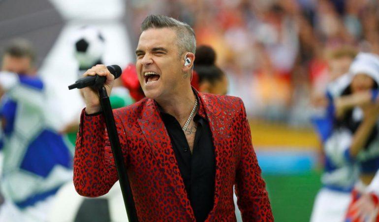 VIDEO: Robbie Williams saluda a Putin